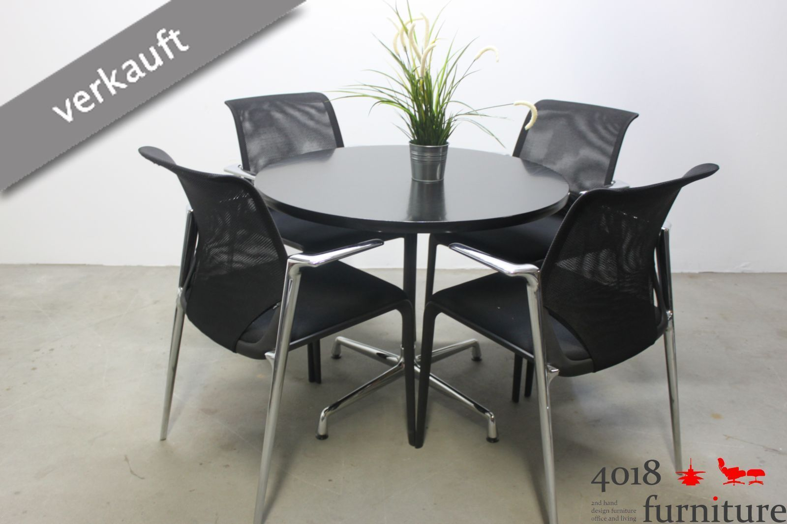 Vitra Charles Eames Contract Table schwarz 90cm Tisch chrom basic dark